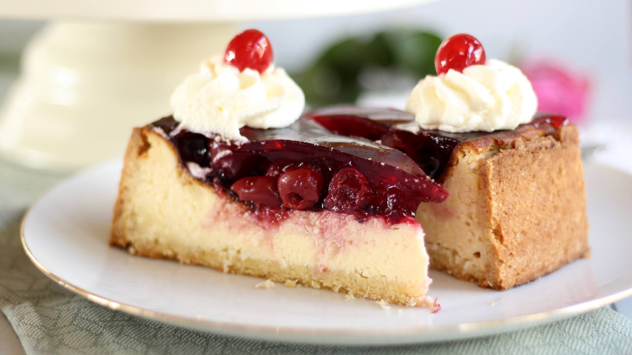 Raffinierte Kirschtorte mit Mascarpone-Quark-Creme | Kirsch-Kokos-Cheesecake | Rezept und Video