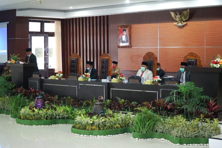 Bupati Lombok Timur Hadiri Rapat Paripurna di DPRD Bagas Penetapan Dua Raperda