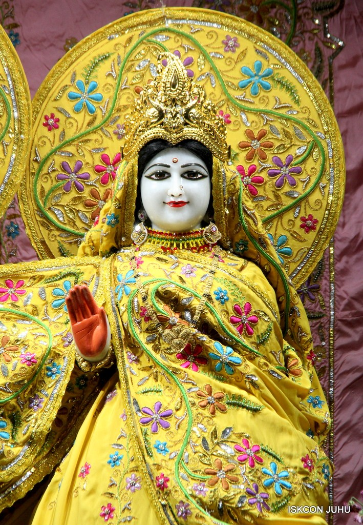 ISKCON Juhu Mangla Deity Darshan 22  Nov 2016 (26)