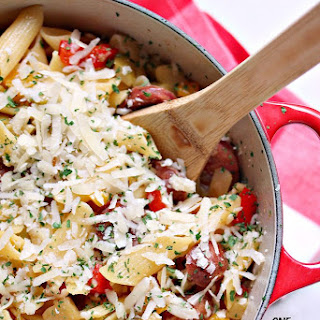 One Pot Pasta with Sausage, Peppers, and Apples