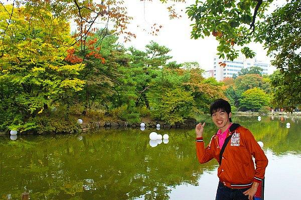 Pepohonan dan Kolam di area Changgyeongung Palace