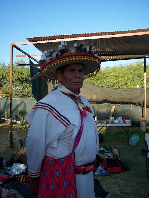Ceremonia de Xicuri Neira con los hermanos Wixarikas (huicholes) - 29333_112390095462697_100000751222696_76168_4546495_n%255B1%255D.jpg