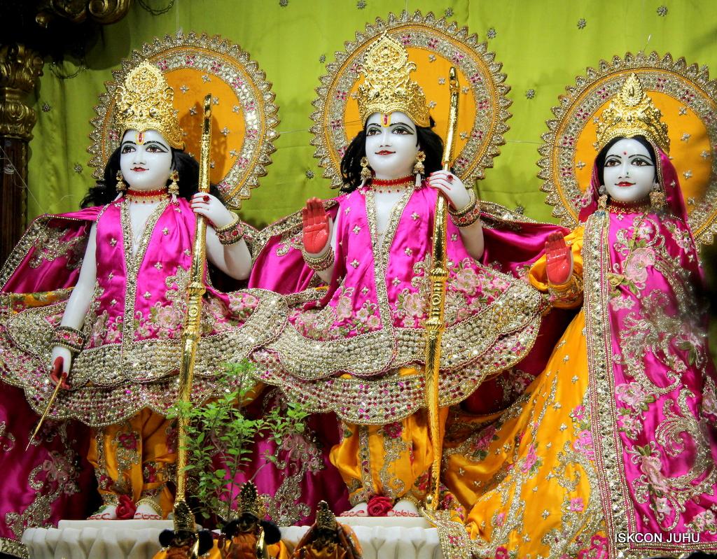 ISKCON Juhu Mangal Deity Darshan on 12th Sep 2016   (3)