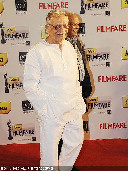 Eminent lyricist and director Gulzar arrived for  the 58th Idea Filmfare Awards 2013, held at Yash Raj Films Studios in Mumbai.Click here for:<br />  58th Idea Filmfare Awards