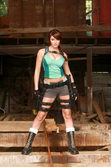 Sexy Pose Lara Croft Cosplay