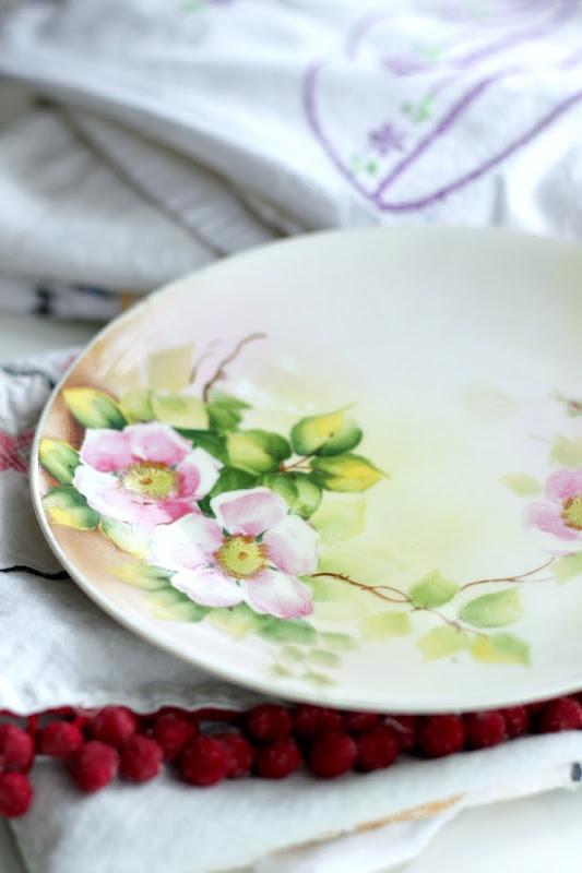 Vintage Keepsakes Floral Plate