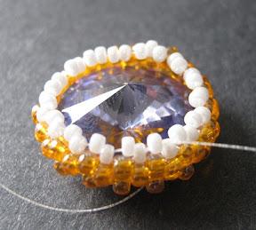 Stitching a Peyote Bezel