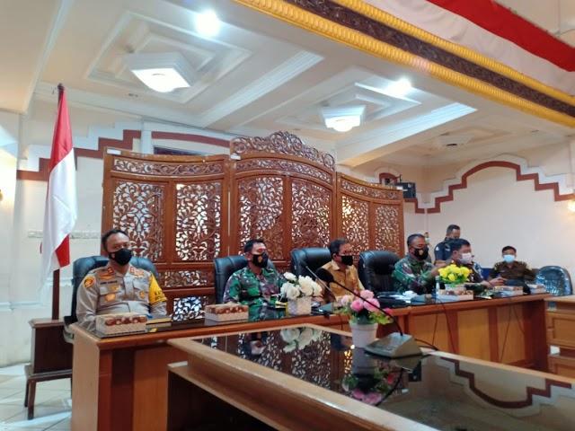 Melalui Vidcon, Plh Bupati Kotabaru Ikuti Pengarahan Presiden tentang Karhutla