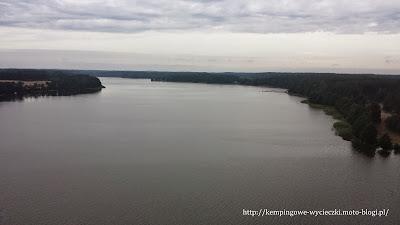 widok z wiezy widokowej na krzyż jezior