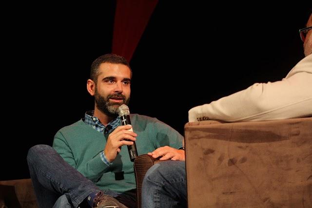 El alcalde, Ramón Fernández-Pacheco, siendo entrevistado por Alfredo Casas.