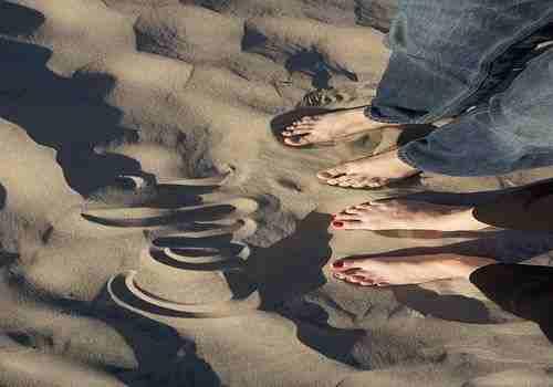 9 Mujer pasando vacaciones con 1 amigo