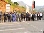 Des autorités politico-administratives de la province du Congo centrale rangées pour accueillir le Président Joseph Kabila le 29/06/2015 à la veille de la célébration du 55èm anniversaire de l'indépendance de la RDC. Radio Okapi/Ph. John Bompengo