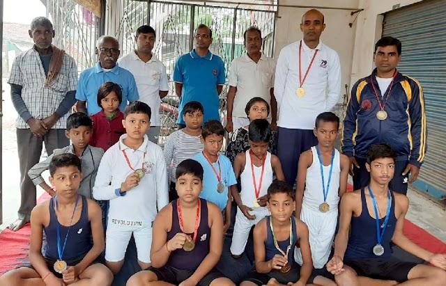जौनपुर के बाल योगियों ने गोरखपुर में जीते 3 स्वर्ण सहित 10 पदक