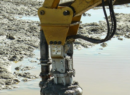 MUD POND HY 85 EXCAVATOR MOUNTED 02.JPG
