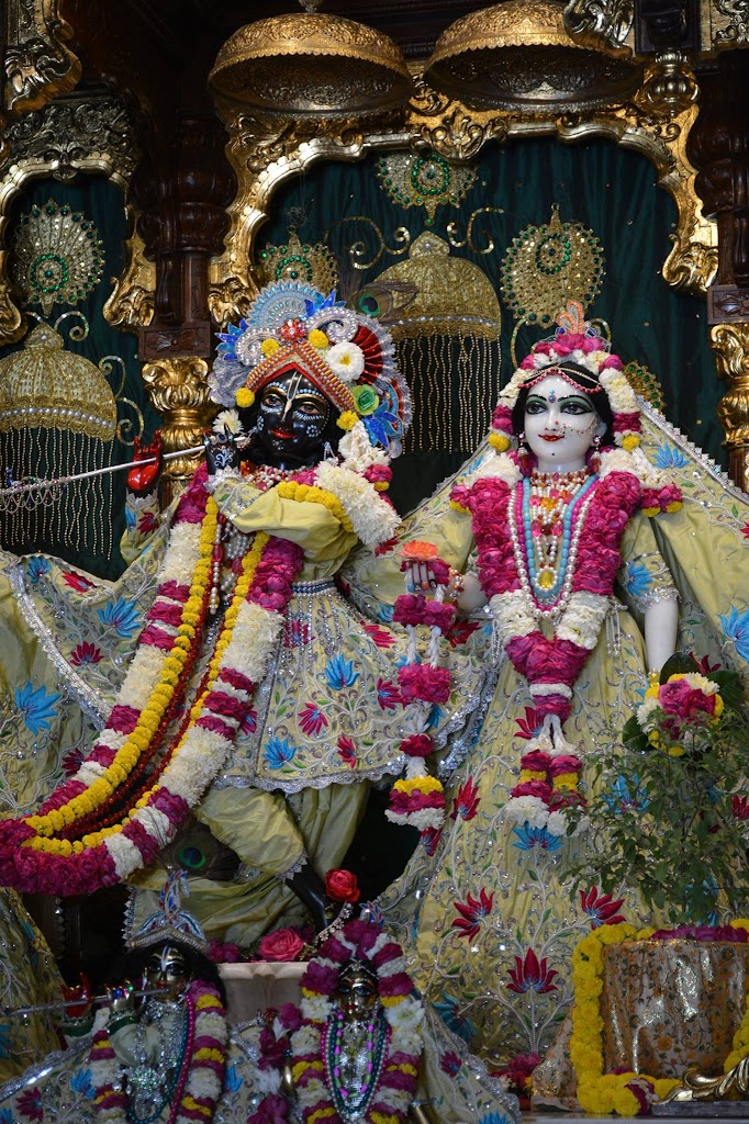 ISKCON Ujjain Deity Darshan 14 Dec 2015 (4)