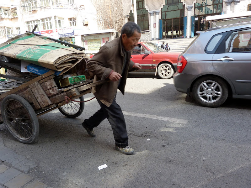 XINJIANG. Urumqi, Grand Bazar, 8 avril - P1270312.JPG