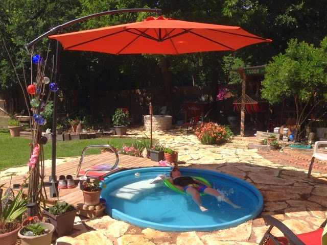 We Love To Sit In The Pool And Talk Hens Cantilever Umbrella Is Awesome At Keeping Water From Getting Too Hot During Scorching Texas