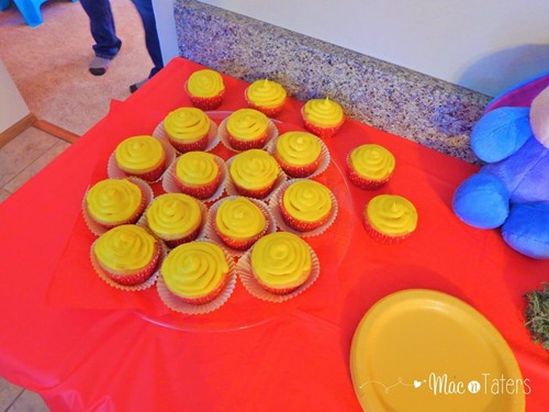 Winnie the Pooh Birthday Party Food Ideas: Hunny Pot Cupcakes