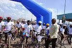Le gouverneur du Nord-Kivu, Julien Paluku donne le coup d'envoi du tour de Goma de cyclisme, édition 2015 /Ph. Mustafa Kemal.