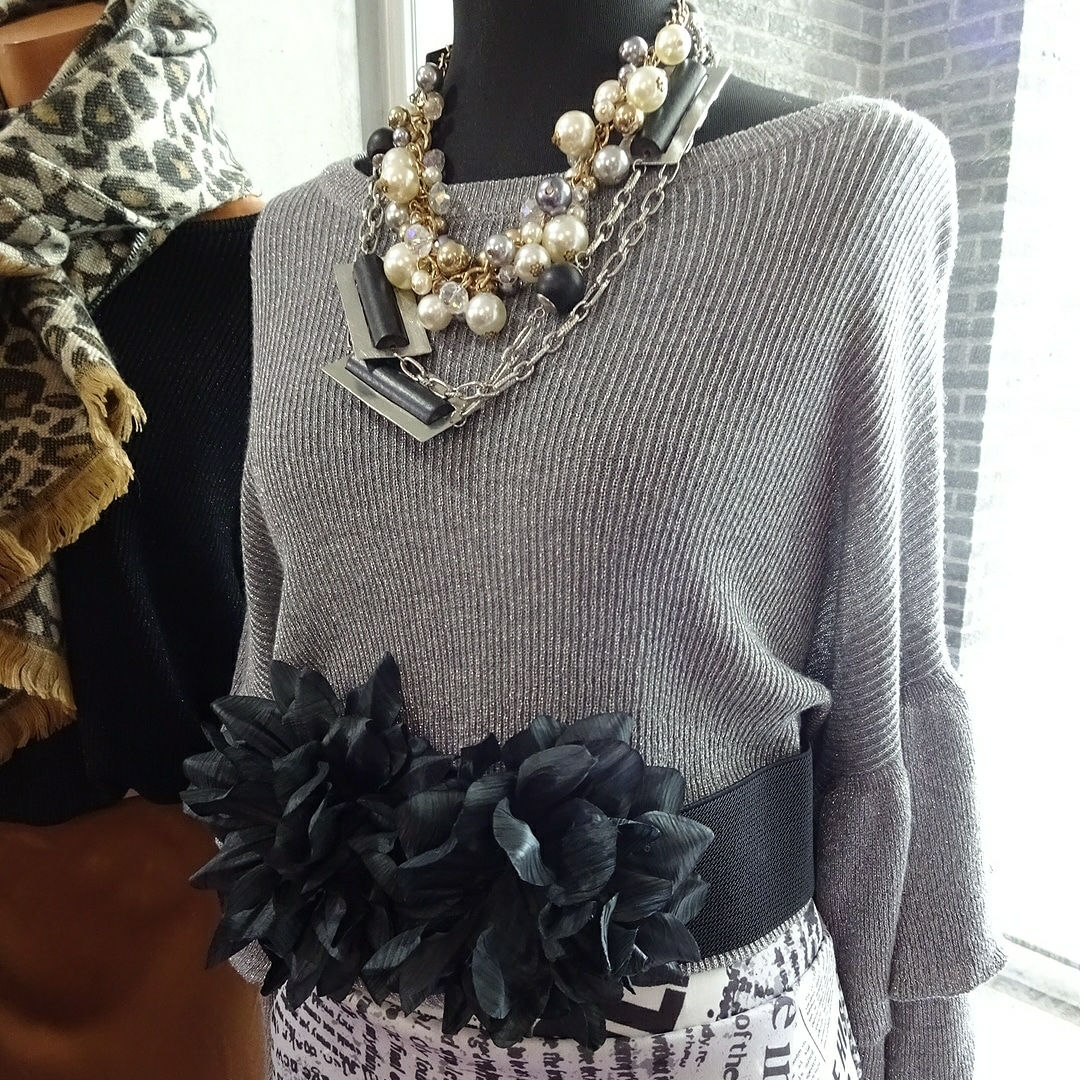 ヨーロッパファッションコーデ/ニット・スカート・ストール-2020冬