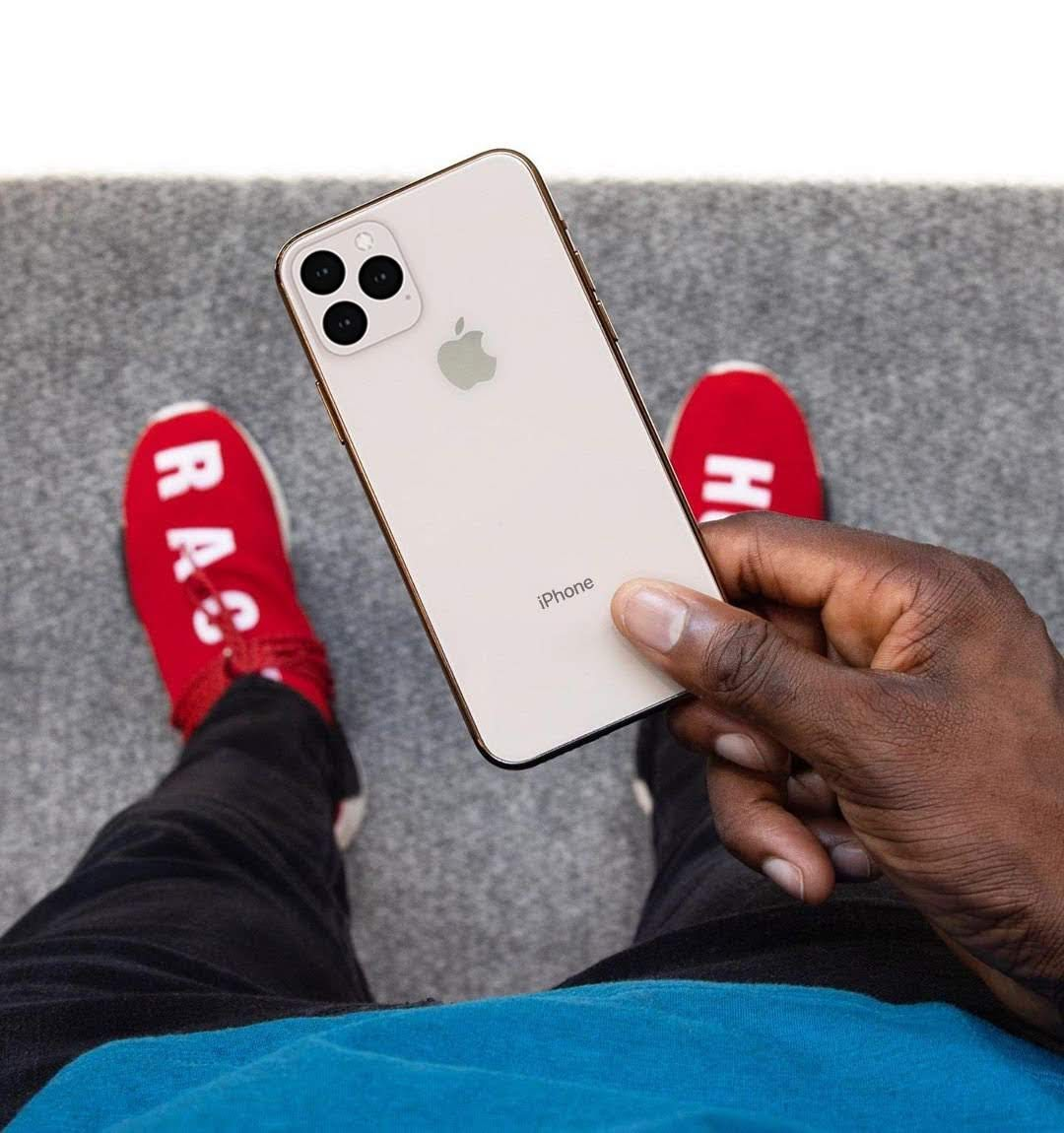 iPhone XI(2019)ダミーモデルのハンズオン動画と正確とされる予想デザインとの比較の画像