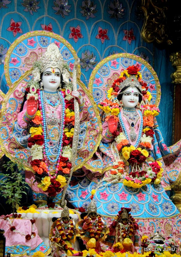 ISKCON Juhu Sringar Deity Darshan on 29th Dec 2016  (31)