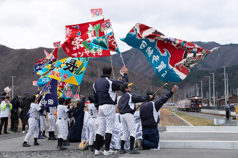 190323 開業一番列車を迎える大漁旗