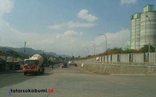 Kerap Macet di Depan PT SCG Sukabumi, Perusahaan Siap Bongkar Pembatas Jalan