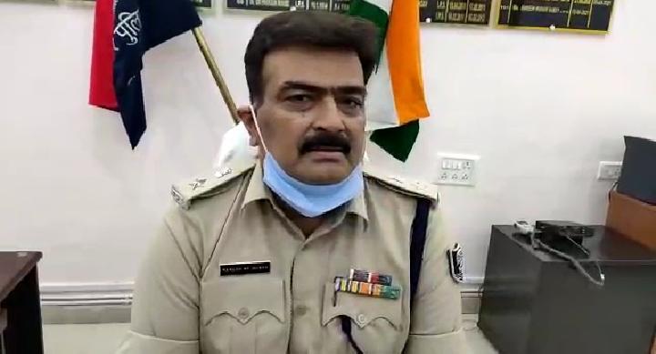 भोजपुर पुलिस ने बालू लदे ट्रकों से अवैध वसूली मामले में सहार थाना प्रभारी समेत दो लोगों पर एफ आई आर दर्ज