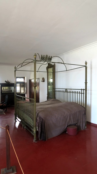 Sultan size bed