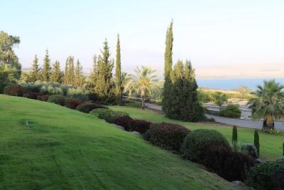8-11 Quelques images magnifiques du lac de Tibériade, vues de les jardins de notre résidence.