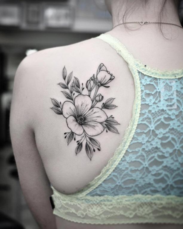 estes_trs_do_ombro_floral_peça