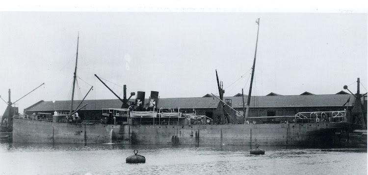 El vapor HORNBY GRANGE en lugar y fecha desconocidos. Despues fue el AGUSTINA FORNER de nuestra contraseña. Foto del libro Ships in Focus. Record 6.jpg