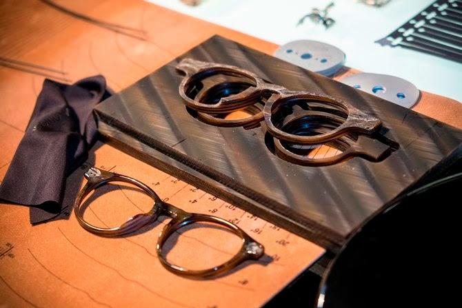 Một tuyên bố đến từ Luxottica, công ty sản xuất các thương hiệu kính mắt nổi tiếng Ray-Ban và Oakley cho biết thế hệ kính thông minh thứ 2 của Google sẽ