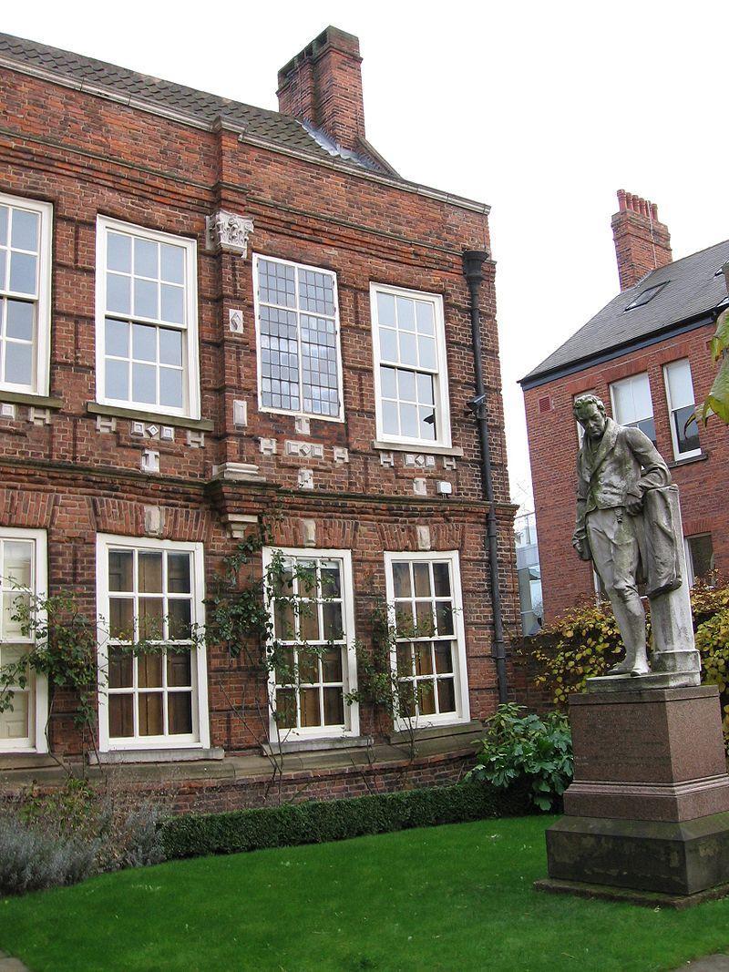 https://upload.wikimedia.org/wikipedia/commons/thumb/9/94/Wilberforce_House_Hull.jpg/800px-Wilberforce_House_Hull.jpg
