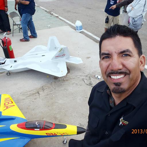Hector Laurias Photo 3