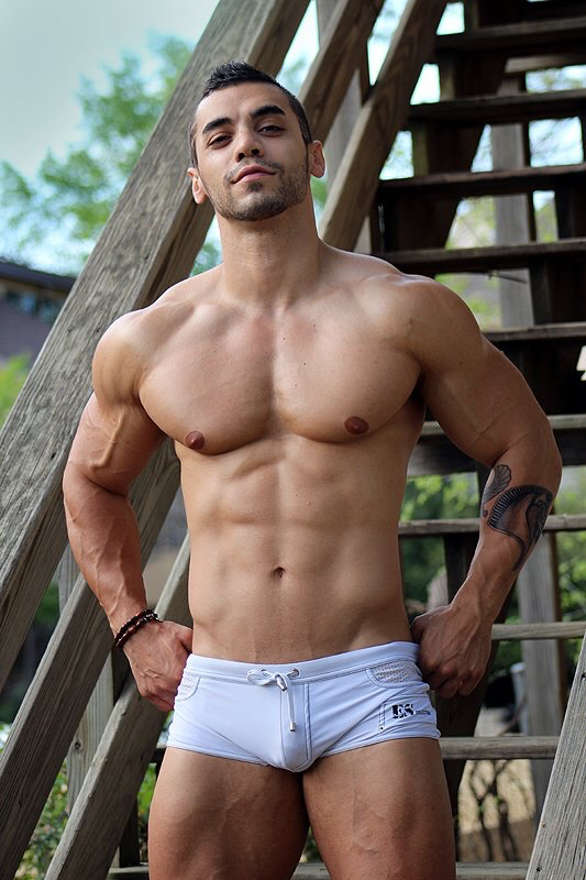 naked-young-muscular-hunks-gypsy-upskirts