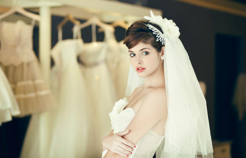 Mẫu Tây Andrea Aybar kiêu sa trong váy cưới trắng - Ảnh 6