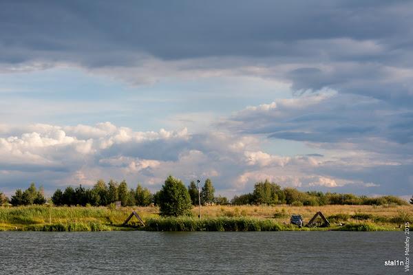 Ставок в селі Жалянка і неспокійне небо