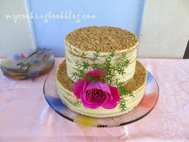 Двуетажната торта Медовик