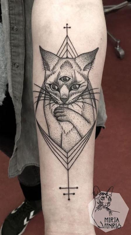 dotwork_3_olho_de_gato_antebraço_tatuagem