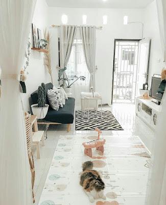 Ruang keluarga warna cerah
