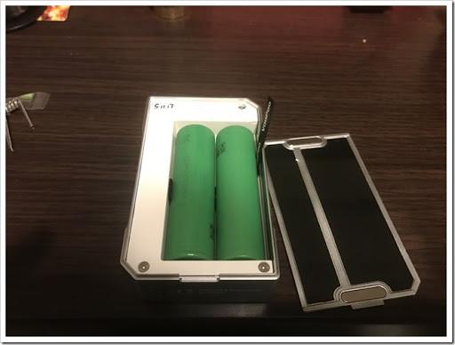 IMG 3511 thumb - 【とにかくイケメン】VOOPOO DRAG MODが届いたぞー!ちょっと有名MODメーカーっぽいデザインだけど、それもまたかっこいい!お手頃価格でデュアルバッテリーなのも魅力【非常に惜しいところも/MOD/VAPE/爆煙】