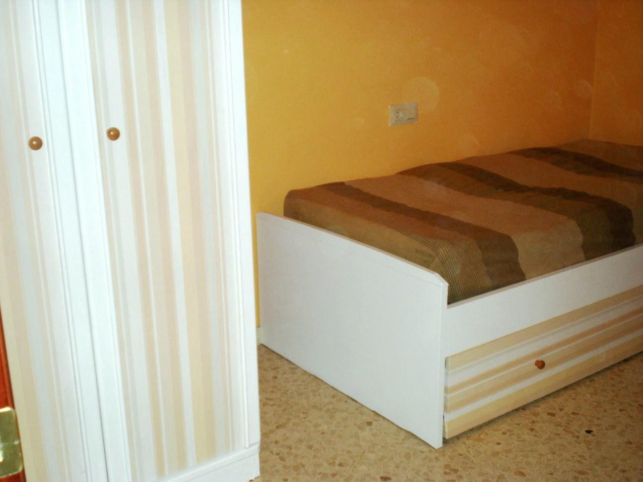 Antes y despu s de los muebles del dormitorio de montse - Papeles adhesivos para muebles ...