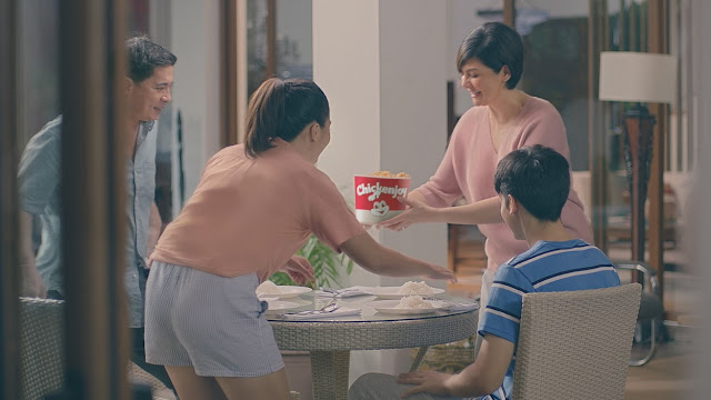 Jollibee's new Chickenjoy ad with Charlene Muhlach and family