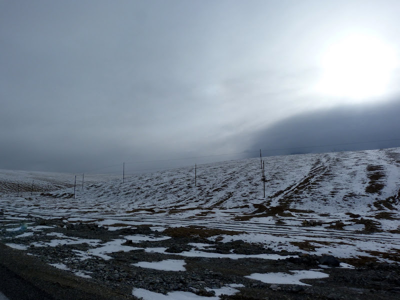 XINJIANG. Karakoram Highway, lune des plus haute route au monde, en passant a 4400 m - P1280644.JPG