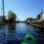 196-We varen door het mooie plaatsje Heeg...