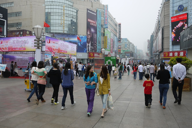 people walking at Taidong Pedestrian Street