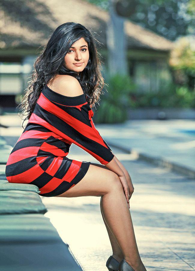 Poonam Bajwa HD Photoshoot Pictures