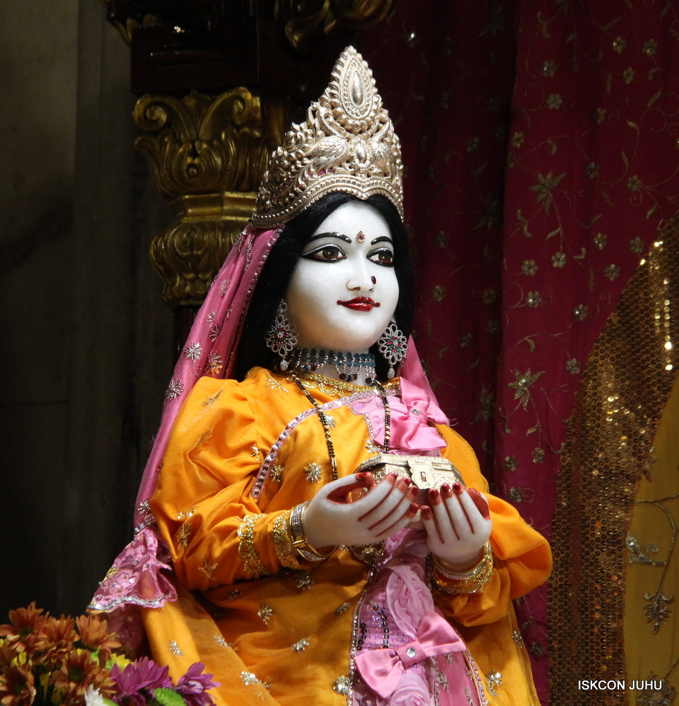 ISKCON Juhu Mangal Deity Darshan on 30th Dec 2016 (26)